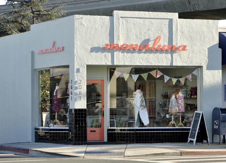 Monaluna Shop Outside